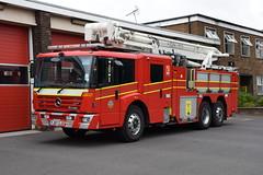 Humberside - YJ07ZJZ - Scunthorpe - ARP (matthewleggott) Tags: humberside fire rescue service engine appliance yj07zjz mercedes benz mercedesbenz econic hilton carp arp fail combined aerial pump platform scunthorpe