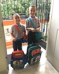 Back to school!! 😍😍 #lafotoquenuncafalta #lomaGonistodePapi 📓✏️ (dannyrgueze) Tags: foto