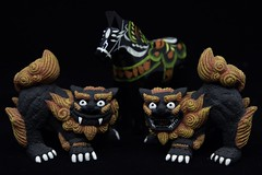 Shisa from Okinawa and Dalahorse from Sweden (markuschur) Tags: memorabilia flickrfriday bokeh hbw
