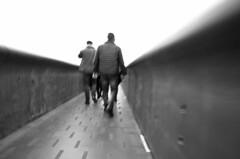 Le passage (flotographe13) Tags: blackandwhite noiretblanc monochrome bw passerelle mucem marseille