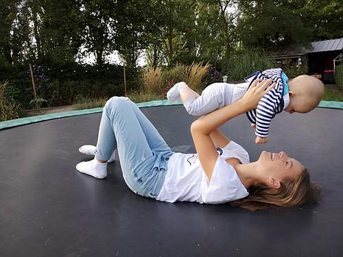lol op de trampoline