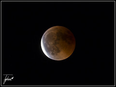 ECLIPSE (EF-Typhoon) Tags: luna moon eclipse sangre lunadesangre astro noche nocturno astronomy astronomía zoom night canon 70d orange naranja sombra penumbra umbra tycho mares
