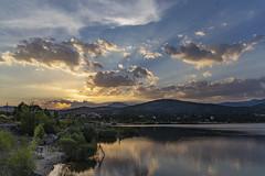 Atardecer en el embalse (aljarabo) Tags: sunset atardecer madrid agua sky clouds cielo nature naturaleza