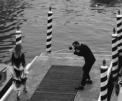 (#mimesi) Tags: paparazzo woman shooting photography bn venice fashion fujix