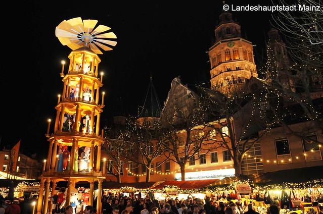 マインツ&ライン川沿いのクリスマスマーケット&古城クロンベルクでディナー(クリスマスマーケットのオプショナルツアー)