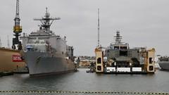 USS Pearl Harbor (LSD 52) (Nozzr) Tags: usn usnavy unitedstatesnavy warship sandiego navalbase floatingdock harpersferryclass lsd52 docklandingship landingshipdock amphibiouswarfareship lcs littoralcombatship independenceclass