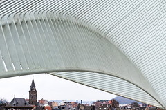Old and new (Maerten Prins) Tags: belgium luik liege liègeguillemins railwaystation santiagocalatrava calatrava lines curves minimal abstract contrast hall arch arches old city new church