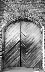 Arched Door B&W (Neal3K) Tags: barnesvillega constructioncamera filmcamera fujiworkrecord35mm georgia kodakportra400 workcamera