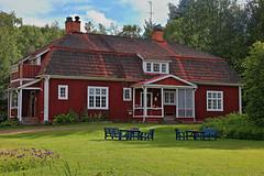 Swedish wooden cottage (Burminordlicht) Tags: woodenhouse woodenhouses woodenstyle woodenbuildings holzhaus holzhäuser häuser cottage house houses sweden swedishbuildings swedishhouse swedish särna