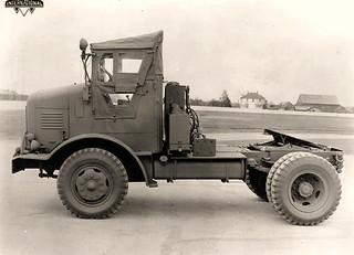 International M542 semi tractor