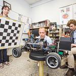 Аспиранты МФТИ за работой в лаборатории