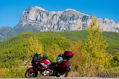 Pirineos otoño (DOCESMAN) Tags: pirineos pyrenees otoño paisaje landscape honda deauville moto bike