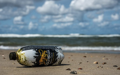 Crazy Tiger (Wouter de Bruijn) Tags: fujifilm xt2 fujinonxf35mmf14r crazytiger energydrink drink bottle beverage energy plastic trash beached beach sand landscape nature sea ocean coast shell seashell bokeh depthoffield outdoor oostkapelle veere walcheren zeeland nederland netherlands holland dutch
