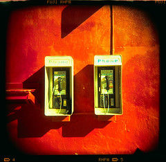 payphones (xpro). venice beach, ca. 2006. (eyetwist) Tags: eyetwistkevinballuff eyetwist payphones venicebeach xpro red holga120s holga60mmf8 60mm fujiprovia400frhp3 crossprocessede6toc41 fuji fujichrome provia rhp 400 crossprocess crossprocessed e6 c41 cross process holga 120s toy plastic camera 120 mediumformat plasticfantastic vignette square ishootfilm scansfromthearchives toycam film emulsion analog analogue filmexif photoimpact epsonv750pro filmtagger losangeles los angeles angeleno california socal phone booth telephone oceanfrontwalk venice beach