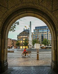 Amsterdam National Monument (Michael Shoop) Tags: michaelshoop canon7dmarkii netherlands holland amsterdam nederland netherland thenetherlands candidstreetphotography candid candidstreet red bicycle bike national monument nationalmonument debegijnkorf arch