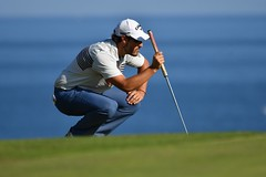 Pas facile de se relever ! (Patrick Doreau) Tags: golf blue green golfeur golfer bleu vert herbe bretagne joueur mer