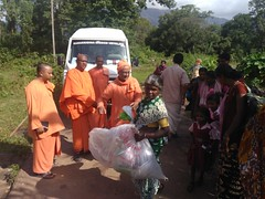 """Kerala Flood Relief Work by Ramakrishna Mission, Coimbatore <a style=""""margin-left:10px; font-size:0.8em;"""" href=""""http://www.flickr.com/photos/47844184@N02/44509209991/"""" target=""""_blank"""">@flickr</a>"""
