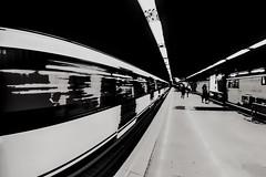 ... Línea 3  ... (Lanpernas .) Tags: metro suburbano metropolitain subway ferrocarril subterraneo trainspotting madrid peleng ojodepez fisheye moncloa