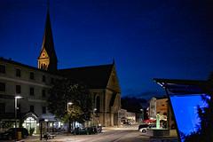 Nachts auf dem Marktplatz (Helmut Reichelt) Tags: abend blauestunde thebluehour marktplatz tittlilng bayerischerwald sommer august niederbayern bavaria deutschland germany leica leicam typ240 captureone11 dxophotolab leicasummilux35mmf14asphii
