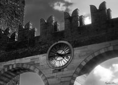 Portoni della Brà (Licyph) Tags: verona veronacity veronainlove italia italy iloveit iloveitalia iloveitaly art arte architecture architettura amazing beauty ancient time orologio
