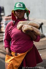 Kumasi afternoon - bread vendor (10b travelling / Carsten ten Brink) Tags: 10btravelling 2017 africa african afrika afrique asante ashanti carstentenbrink ghana ghanaian goldcoast iptcbasic kumasi places westafrica bread carrying streetvendor tenbrink vendor woman icarry carry porter tragen portage