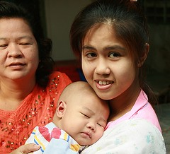 three generations (the foreign photographer - ฝรั่งถ่) Tags: three generations woman baby khlong thanon portraits bangkhen bangkok thailand canon
