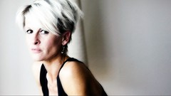 µµµµµµ (roberke) Tags: portrait portret woman vrouw female femme face gezicht eyes ogen hair haar availablelight naturallight daglicht indoor