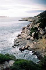 ce qui rongé s'effondre (asketoner) Tags: calanques marseille rocks sea méditerranée france landscape winter