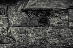 Old Wood Oven (Eric@focus) Tags: oven tools posterized dxonikfilters silverefexpro2 monochrome bw noiretblanc contrast