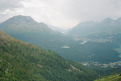 Panoramaweg Muottas Muragl 2 (maxlabor) Tags: 120film easternswitzerland engadinvalley fujigw690 fujicagw690 graubünden grischun grisons kodakfilm muottasmuragl oberengadin ostschweiz ovadamuragl panoramaweg pontresina portra800 schweiz suisse svizzera switzerland upperengadine valmuragl analogphotography analoguephotography film mediumformat negativefilm