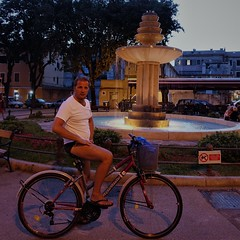 DSC01061 (2) (kriD1973) Tags: croatia croazia kroatien croatie hrvatska istra istria istrien pola pula luca bike bici bicycle bicicletta bicyclette vélo fahrrad fountain fontana brunnen