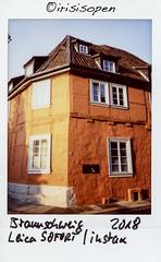 Rotes Haus # 016 # Leica SOFORT Fuji instax color - 2018 (íṛíṡíṡôṗĕñ ◎◉◎) Tags: leica sofort fuji instax mini farbe color irisisopen