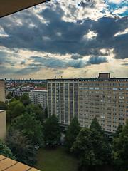 11.jpg (vossemer) Tags: bauwerke architektur sonnenstrahlen natur häuser wetter wolken hochhäuser freieundhansestadt grindelhochhäuser hamburg deutschland de