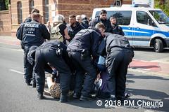 Rudolf-Heß-Gedenkmarsch 2018: Mord verjährt nicht! Gebt die Akten frei! Recht statt Rache  und Gegenprotest: Keine Verehrung von Nazi-Verbrechern! NS-Verherrlichung stoppen! – 18.08.2018 – Berlin –IMG_6173 (PM Cheung) Tags: rudolfhessmarsch wwwpmcheungcom berlin mordverjährtnichtgebtdieaktenfreirechtstattrache neonazis demonstration berlinspandau spandau friedrichshain hesmarsch rudolfhes 2018 antinaziproteste naziaufmarsch gegendemonstration 18082018 blockade npd lichtenberg polizei platzdervereintennationen polizeieinsatz pomengcheung antifabündnis rechtsextremisten protest auseinandersetzungen blockaden pmcheung mengcheungpo pmcheungphotography linksradikale aufmarsch rassismus facebookcompmcheungphotography keineverehrungvonnaziverbrechernnsverherrlichungstoppen antifaschisten mordverjährtnicht rudolfhesmarsch sitzblockaden kriegsverbrechergefängnisspandau nsdap nskriegsverbrecher geschichtsrevisionismus nsverherrlichungstoppen hitlerstellvertreterrudolfhes 17august1987 rathausspandau ichbereuenichts b1808 festderdemokratie verantwortungfürdievergangenheitübernehmen–fürgegenwartundzukunft rudolfhessmarsch2018 rudolfhesgedenkmarsch rudolfhesgedenkmarsch2018