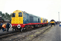 20087 20132 Worksop (British Rail 1980s and 1990s) Tags: ee englishelectric type1 br britishrail diesel 20 class20 train rail railway loco locomotive mainline livery liveried traction lmr londonmidlandregion 90s 1990s blue grey railfreight redstripe depot shed tmd openday 20087 20132 railroad