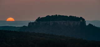 Sonnenuntergang hinter der Festung Königstein