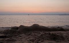 Le gamin a grandi.... (maxguitare1) Tags: plage playa beack sable mer mar sea méditerrannée eau agua acqua water nikon gard france sculpture coucherdesoleil