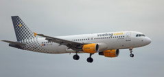 Vueling / Airbus A320-214 / EC-LZZ (vic_206) Tags: vueling airbusa320214 eclzz bcn lebl