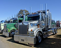 Kenworth T409sar (quarterdeck888) Tags: trucks photos truckphotos australiantrucks outbacktrucks workingtrucks primemover class8 overtheroad interstate frosty quarterdeck jerilderietrucks jerilderietruckphotos flickr bdoubles lorry bigrig highwaytrucks interstatetrucks nikon truck kenworth kenworthclassic kk kenworthclassic2018 truckshow truckdisplay workingclasstrucks noprizes t409sar sar