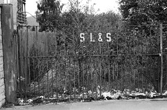 03 Old gate, Elland, W Yorks (I ♥ Minox) Tags: film 2018 hp5 ilfordhp5plus ilford ilfordhp5 nikon nikonf nikonf743 nikkor preai nikkorpreai nonai nikkornonai sekonic sekonictwinmatel208 incidentmetered incidentmetering incidentlightmeter twinmate sekonictwinmate