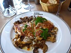 photo - Salmon, La Belle Ferronniere (Jassy-50) Tags: photo paris france labelleferronnière labelleferronniere cafe restaurant food fish seafood salmon oystermushrooms mushrooms