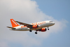 G-EZDF Airbus A319-111 of Easyjet at Stansted (Ian Press Photography) Tags: gezdf airbus a319111 easyjet stansted plane aircraft air flight fly transport planes jet airline airliner a319 319