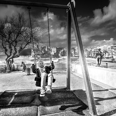 Partie de balançoire à Sitges (BO31555) Tags: bernard ondry blancoynegro landschaft see 2016 catalogne paysage monochrome streetart bw spain paysagepanorama sky streetphotography blanc sud vacances nikon streetphoto voyages sitges noir et blackwhite outdoor nikor espagne mer sculpture landscape blanco y negro noiretblanc voiture travel dark blackandwhite bernardondry noire sun d810 09