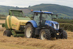 New Holland T7.210 Tractor with a Krone Comprima F155 XC Round Baler (Shane Casey CK25) Tags: new holland t7210 tractor krone comprima f155 xc round baler blue nh cnh castletownroche newholland traktor tracteur traktori trekker trator ciągnik grain harvest grain2018 grain18 harvest2018 harvest18 corn2018 corn crop tillage crops cereal cereals golden straw dust chaff county cork ireland irish farm farmer farming agri agriculture contractor field ground soil earth work working horse power horsepower hp pull pulling cut cutting knife blade blades machine machinery collect collecting nikon d7200