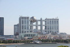 Fuji TV building at Odaiba island  , Tokyo 05.09.2018 (szogun000) Tags: tokyo 東京 tōkyō japan nippon nihon 日本 japonia city cityscape odaiba building architecture modern residental commercial office fujitv sand beach water tokyobay trees urban tokyometropolis 東京都 tōkyōto canon canoneos550d canonefs18135mmf3556is