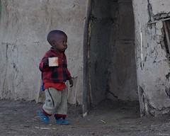 IMGP5828 Milk time (Claudio e Lucia Images around the world) Tags: ngorongoro tanzania africa masai maasai woman portrait village asilia higlands crater safari pentax pentaxk3ii pentax60250 ritratto young mother child children kid kids shelter