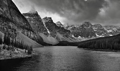 Valley of the Ten Peaks and Moraine Lake (Black & White) (thor_mark ) Tags: banffnationalpark banfflakelouisecorearea blackwhite bowrange canadianrockies capturenx2edited cloudsaroundmountains colorefexpro continentaldivide day4 evergreens glacialflour glaciallake glacialvalley hillsideoftrees lake landscape lookingssw lookingtocontinentaldivide lookingtomountainsofthecontinentaldivide lowclouds morainelake morainelakearea morainerockpiletrail mostlycloudy mountallen mountbabel mountbowlen mountlittle mountperren mounttonsa mounttuzo mountainvalley mountains mountainsindistance mountainsoffindistance mountainside nature nikond800e outside overcast portfolio project365 rockymountains silverefexpro2 snowcapped southerncontinentalranges trees triptoalbertaandbritishcolumbia valley valleyofthetenpeaks alberta canada