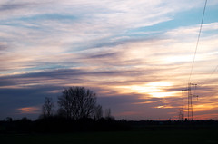 Bosquet (Atreides59) Tags: sunset coucher soleil sun ciel sky france nord coucherdesoleil nuages clouds rouge red jaune yellow bleu blue arbres trees pylon pylone pylône pentax k30 k 30 pentaxart atreides atreides59 cedriclafrance