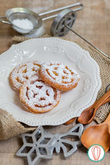 Hojuelas (twofoodies) Tags: desserts guatemalanrecipes recipes hojuelas fritters frituras feria fairfood rosettes