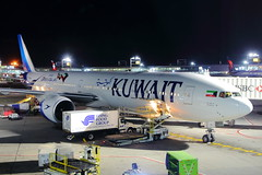 Kuwait (9K-AOL) (Fraser Murdoch) Tags: new york john f kennedy jfk airport kjfk kuwait airways ku city kwi boeing 777 b777 b773 b77w 773 77w 9kaol 9k aol night t4 terminal 4 long haul fraser murdoch usa united states america